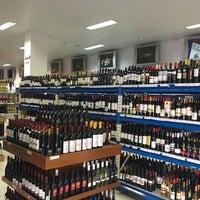 Foto tirada no(a) DLP Vinhos e Destilados por Sandra C. em 10/4/2017