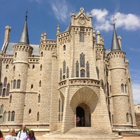 Photo taken at Palacio Episcopal de Astorga by Lorenzo on 8/16/2013