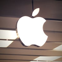 Photo taken at Apple Polaris Fashion Place by Chad S. on 11/2/2012