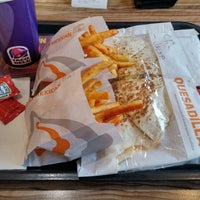 Photo taken at Taco Bell by Cantor J. on 2/26/2016