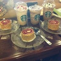Photo taken at Starbucks by Pinni L. on 11/20/2012