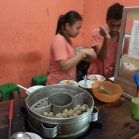 Photo taken at Bakso Kikil Seruni by Eros Lassa M. on 12/10/2014
