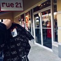 Photo taken at rue21 by Daniel5tudio™ |. on 1/5/2018