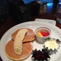Photo taken at ウエストパークカフェ 羽田店 West Park Cafe by Toshihide S. on 4/26/2013