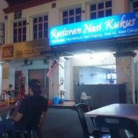 Photo taken at Restoran Nasi Kukus by Azhar J. on 9/8/2014