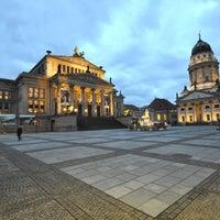 Foto tomada en Gendarmenmarkt por Oh-Berlin.com el 12/13/2012