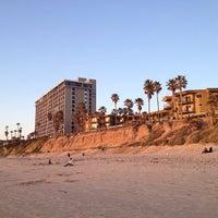Foto tomada en Pacific Terrace Hotel por Aristoteles R. el 3/1/2013