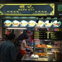 Photo taken at Meng Kee Chicken Rice / 明记鸡饭 by Elise ❥. on 10/31/2014