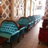 5/12/2013 tarihinde Erdem E.ziyaretçi tarafından Ari Antik Nargile Cafe'de çekilen fotoğraf