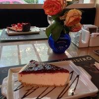 Photo taken at Café Café Bistrô by Ricardo S. on 12/7/2013