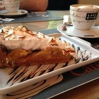 Photo taken at Café Café Bistrô by Ricardo S. on 12/18/2013