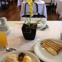 Foto tirada no(a) Normandie Restaurante por Claudio K. em 7/10/2014