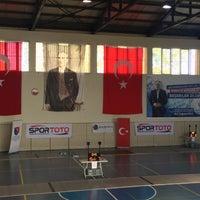 Photo taken at Gençlik hizmetleri Ve Spor İlçe Müdürlüğü Gölbaşı Spor Salonu by Yasin C. on 10/15/2016