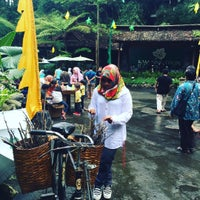 Photo taken at Kampung Daun Culture Gallery & Cafe by Ami S. on 5/6/2016