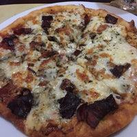 Foto tomada en Pizza Luna por Sandra F. el 7/23/2015