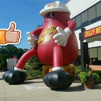 Photo taken at Jelly Belly Visitor Center by Todd R. on 7/6/2017