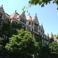 รูปภาพถ่ายที่ มหาวิทยาลัยชิคาโก โดย Andy H. เมื่อ 6/14/2013