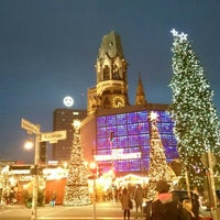 Photo taken at Weihnachtsmarkt an der Gedächtniskirche by Alejandro R. on 12/20/2015