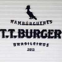 Foto tirada no(a) T.T. Burger por Igor S. em 8/19/2013