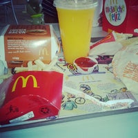 Photo taken at McDonald's by Tauany S. on 12/13/2012