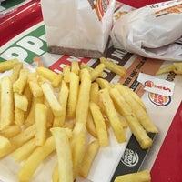 Foto scattata a Burger King Leonardo da M M. il 9/4/2016