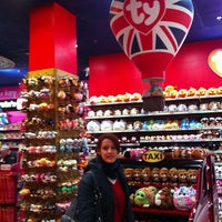 Photo taken at Hamleys by Rogério M. on 3/8/2013