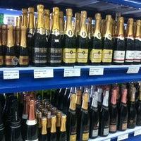 Foto tirada no(a) DLP Vinhos e Destilados por Manoela M. em 9/27/2012