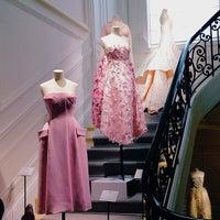 Das Foto wurde bei Christian Dior von Nathalie R. am 6/15/2013 aufgenommen