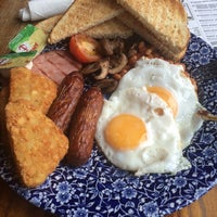 Photo taken at The Great Central (Wetherspoon) by Nikolay L. on 7/22/2015