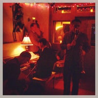 Das Foto wurde bei Lucey's Lounge von Amanda D. am 3/22/2013 aufgenommen