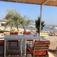 Photo taken at Alaçatı Surf Paradise Club by Tufan A. on 8/26/2018