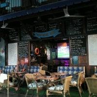 10/6/2012 tarihinde Tuba C.ziyaretçi tarafından Deep Blue Bar'de çekilen fotoğraf