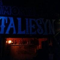 Foto tirada no(a) Taliesyn Rock Bar por Jonathan F. em 7/20/2016