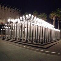 10/22/2012 tarihinde Omid L.ziyaretçi tarafından Urban Light at LACMA'de çekilen fotoğraf