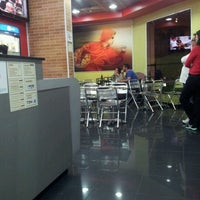 Photo taken at Pizza Hut Delivery by LEOPOLDO R. on 9/24/2012