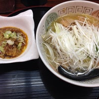 Photo taken at らぁめんとホルモン焼 もつの屋 by Hitoshi S. on 2/14/2014