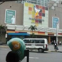 Foto tirada no(a) Madureira Shopping por Allan V. em 6/15/2013