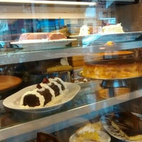 Photo taken at Espressione Café by lugaresysabores O. on 8/5/2015