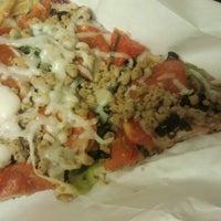 Foto scattata a Lover's Pizza & Pasta da Chris C. il 9/22/2012
