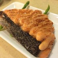 Photo taken at Sakae Sushi by Azni I. on 12/6/2014