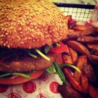 Das Foto wurde bei Fräulein Burger von Kris am 2/22/2013 aufgenommen