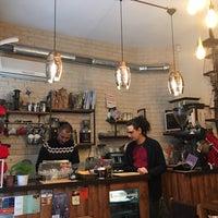 Photo prise au Tribu Caffe Artigiano par Burcak T. le1/27/2018
