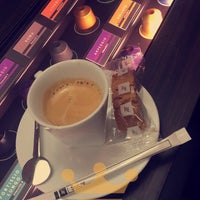 Das Foto wurde bei Nespresso Boutique von Nourah A. am 9/6/2016 aufgenommen