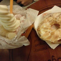 Photo taken at J.Co Donuts & Coffee by Catarina A. on 6/23/2014
