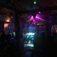 Das Foto wurde bei Roots Rock Reggae von Rachel M. am 3/30/2018 aufgenommen