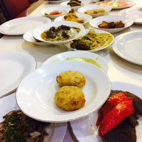 Photo taken at Restoran Simpang Raya by Syeera Y. on 5/13/2017