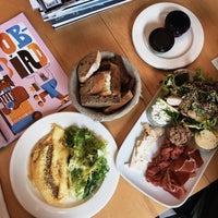 Das Foto wurde bei di Café - Deli von Liza L. am 3/5/2017 aufgenommen