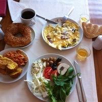 Foto diambil di Grand Ser Hotel oleh Deniz C. pada 3/18/2013