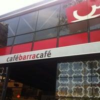 Foto tomada en Café Barra Café por Simon H. el 9/30/2012