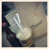3/1/2013 tarihinde Girish J.ziyaretçi tarafından M Burger'de çekilen fotoğraf